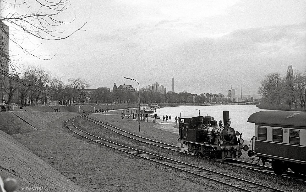 http://www.dg53752.de/DSO037_OF_Hafenbahn/07_132-2-1_Alfred_Offenbach_Hafenbahn_86xxxx_filtered.jpg