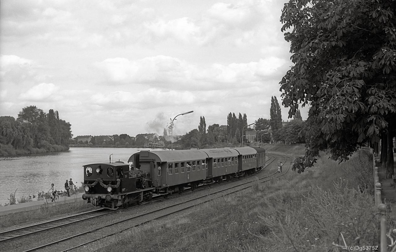 http://www.dg53752.de/DSO037_OF_Hafenbahn/08_107-3-3_Lokalbahn_Offenbach_85xxxx_filtered.jpg